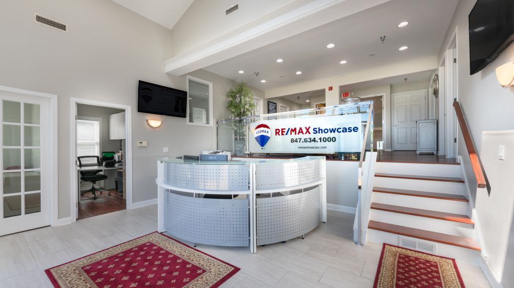 Remax Showcase Long Grove 3