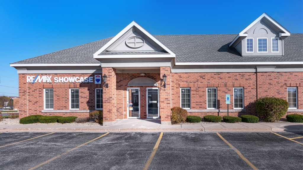 1 Remax Showcase Gurnee new office