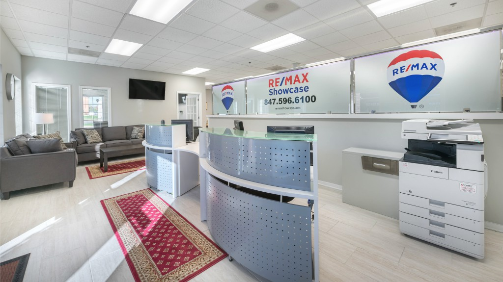 4 Remax Showcase Gurnee new office